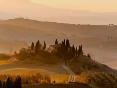 Tuscany Photo by Giuseppe Mondì on Unsplash